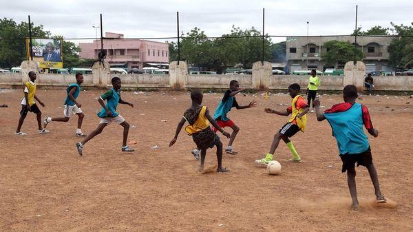 Uwaga HIT: W tym roku na obóz sportowy polecimy... do Nigerii!  PRIMA APRILIS :)